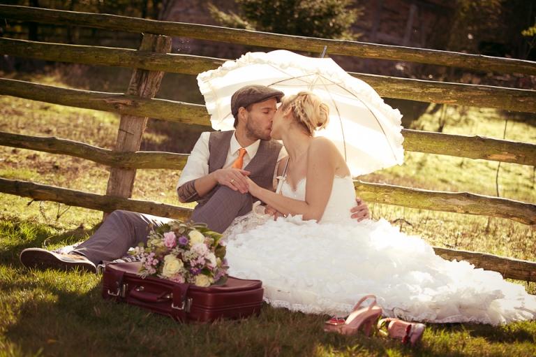 Brautpaar beim Picknick
